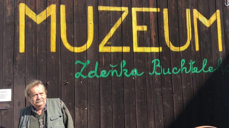 Na Manském dvoře dnes Zdeněk Buchtele provozuje regionální muzeum