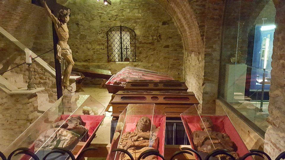 V Klatovských katakombách odpočívá na čtyřicet mumifikovaných těl