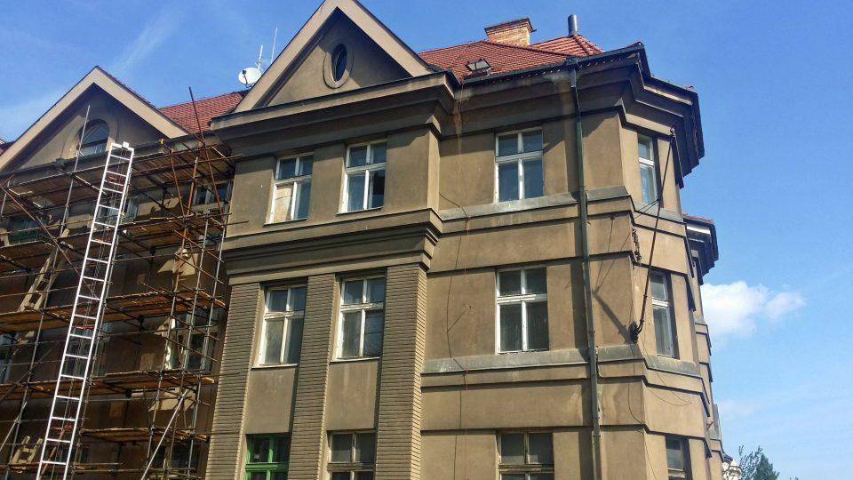 Semlerův dům na Klatovské třídě v Plzni není v současné době dostupný pro návštěvníky chtivé interiérů architekta Adolfa Loose. Intenzivně tam totiž pokračují rekonstrukce v celkové hodnotě zhruba 65 milionů korun
