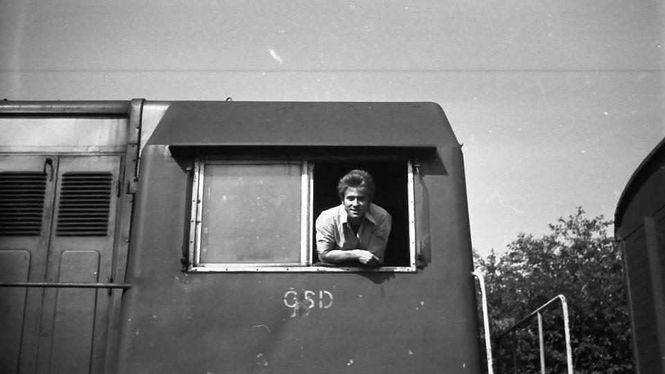 Jiří Bízek na lokomotivě řady T 435.0 přezdívané hektor