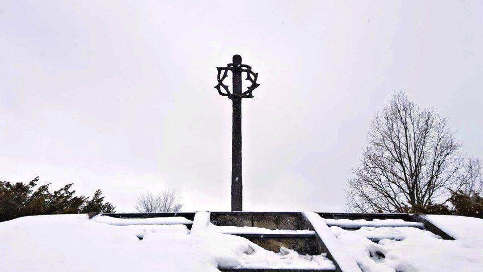 Město Tachov opraví památník Mohyla, který připomíná 232 obětí pochodu smrti