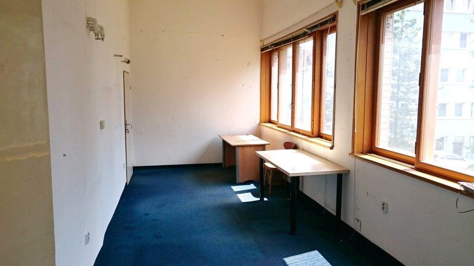 Nabízíme k pronajmutí komerční prostory o celkové výměře 101,7 m2. Jedná se o komplex pěti kanceláří a příslušenství