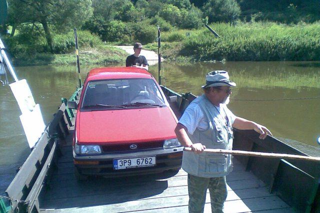 Přívoz v Nadrybech   foto: Jana Kosová