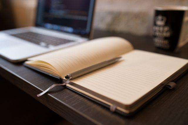 Zápisník, psaní (ilustrační foto)