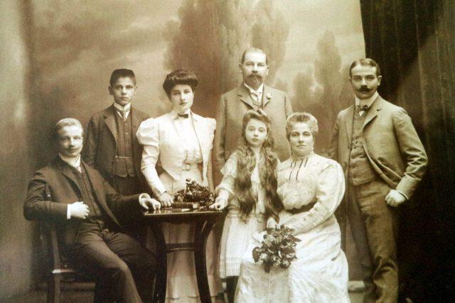Semlerové od leva Oskar Robert Ida Šimon Marie Berta Hugo, reprofoto Karel Kocourek